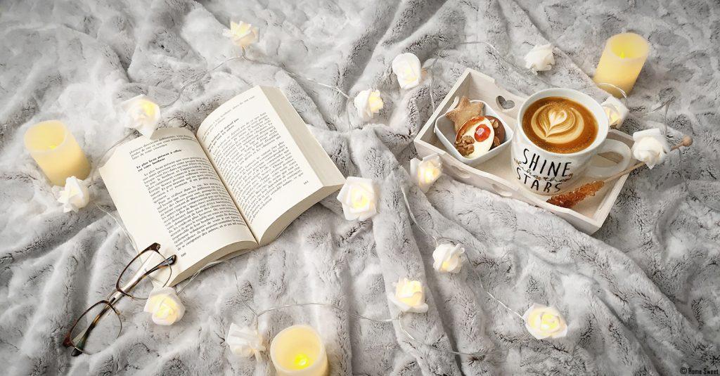 Du temps pour soi avec un bon livre et une boisson chaude, quelques bougies