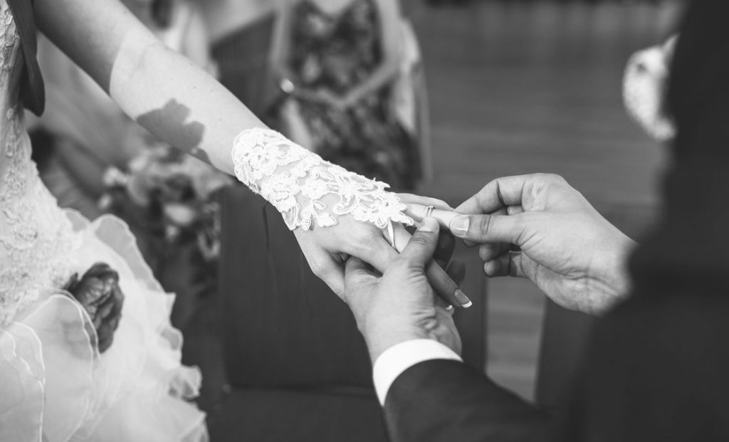 mariage bague au doigt Home Sweet Ambre